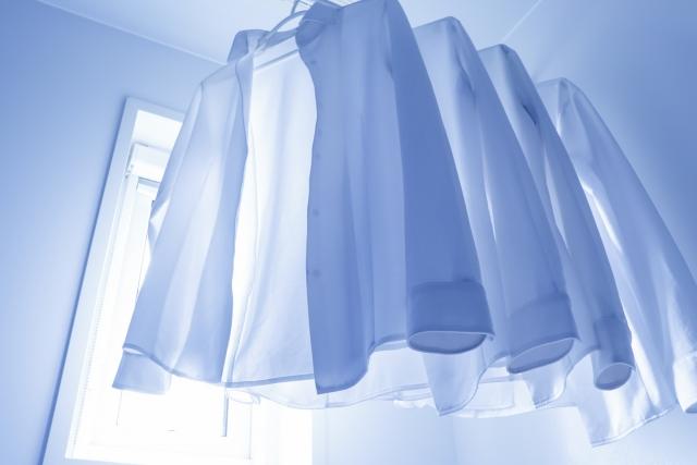 【ニットシャツの魅力2】ニットシャツは通気性がよく、着心地が爽やかなだけでなく、速乾性にも優れています。
