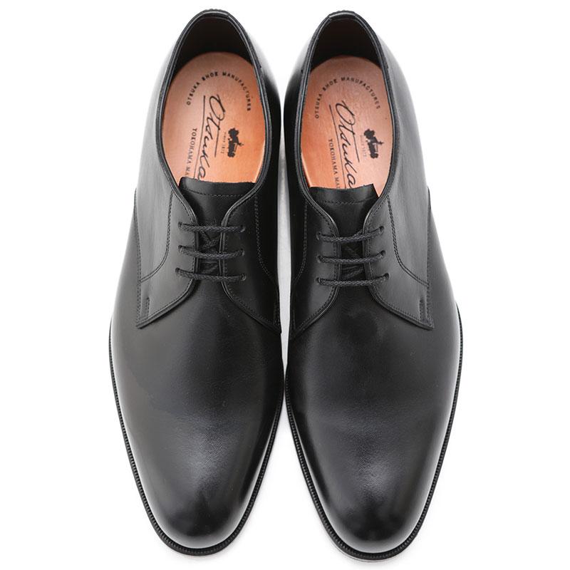 つま先がツルッとシンプルなデザインの革靴を総じてプレーントゥと呼びます。