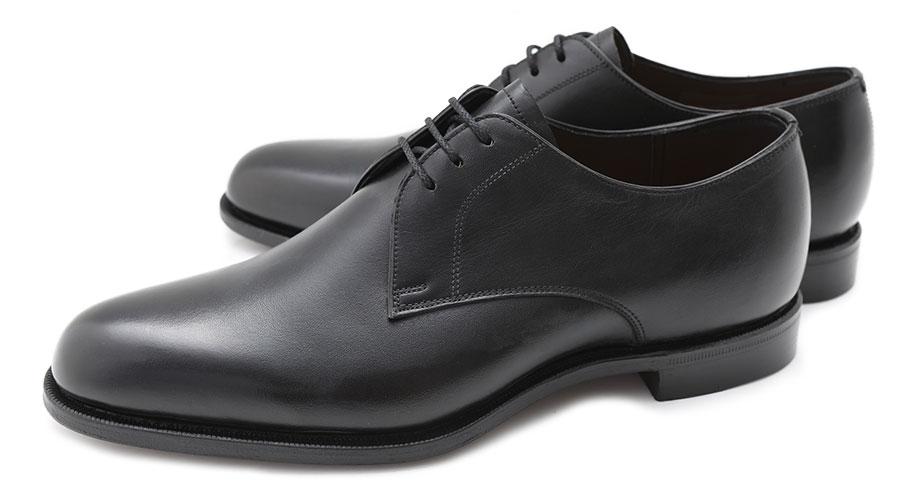 2足目にもフォーマルな革靴が欲しい場合は、プレーントゥがオススメ。甲高タイプの足に悩んでいる人にもオススメ。