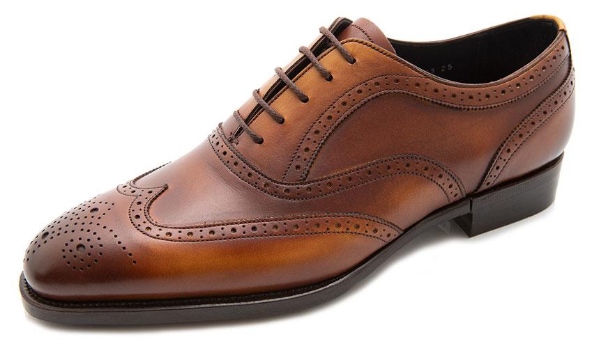 カジュアルな職場~休日にも履きやすい革靴①、ウィングチップ。フルブローグとも呼びます。