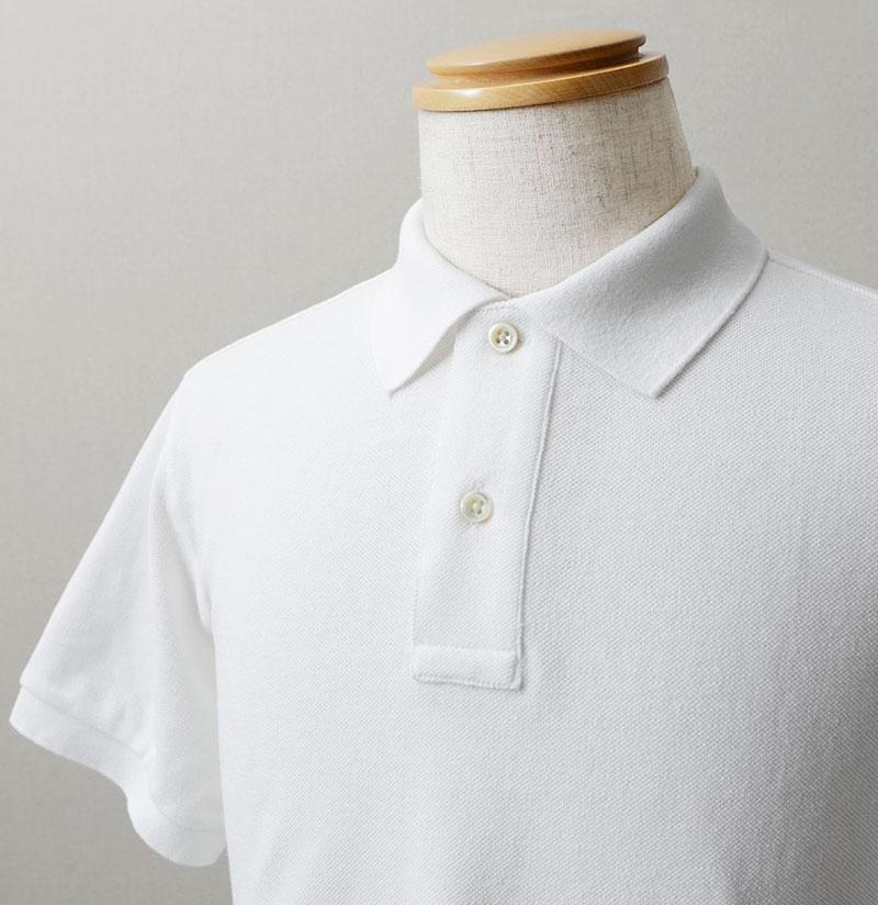 """キッチリ感を保ちつつ、涼しさや肌触りの良さ、""""定番感""""が楽しめるポロシャツもオススメですよ。"""