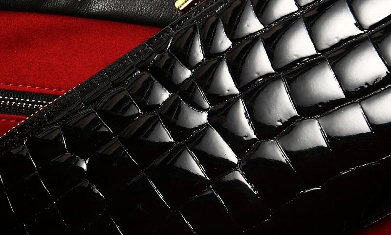 「皮革の宝石」と呼ばれる希少なクロコダイルレザー。